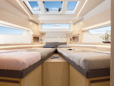 Sealine F430 guest cabin | Instead of a queen-size double bed, you can choose to have a scissor berth. | Sealine