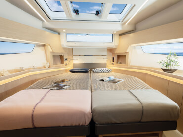 Sealine F430 guest cabin | As an option, the lower deck comes with three double cabins, individually designed to feature the owner's personal mark. | Sealine