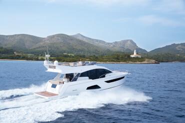 Sealine F530 внешний вид | Единственная яхте в своём классе которая предлагает так много места для лучшего отдыха под открытым небом. | Sealine