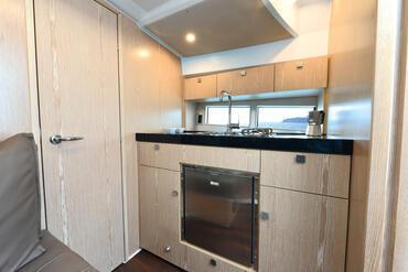 Sealine S330v salone | L'S330v presenta un interno così versatile che è definito solo dalle tue esigenze. | Sealine