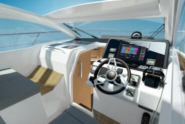 powerboat, helmstation, helm, panoramic view, windscreen