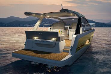 Teknede aydınlatma ile aydınlatılan geceleri sürat teknesi çok rahat bir his yaratır