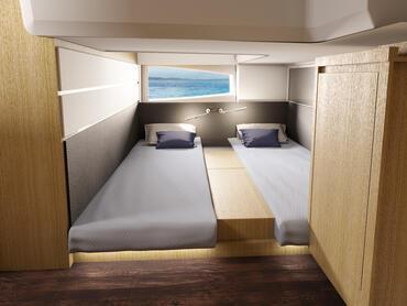 Sealine S430 Gästekabine | Die Gästekabine im Heck nutzt die gesamte Breite der Yacht aus und hat so genug Stauraum für Ihre Habseligkeiten. | Sealine