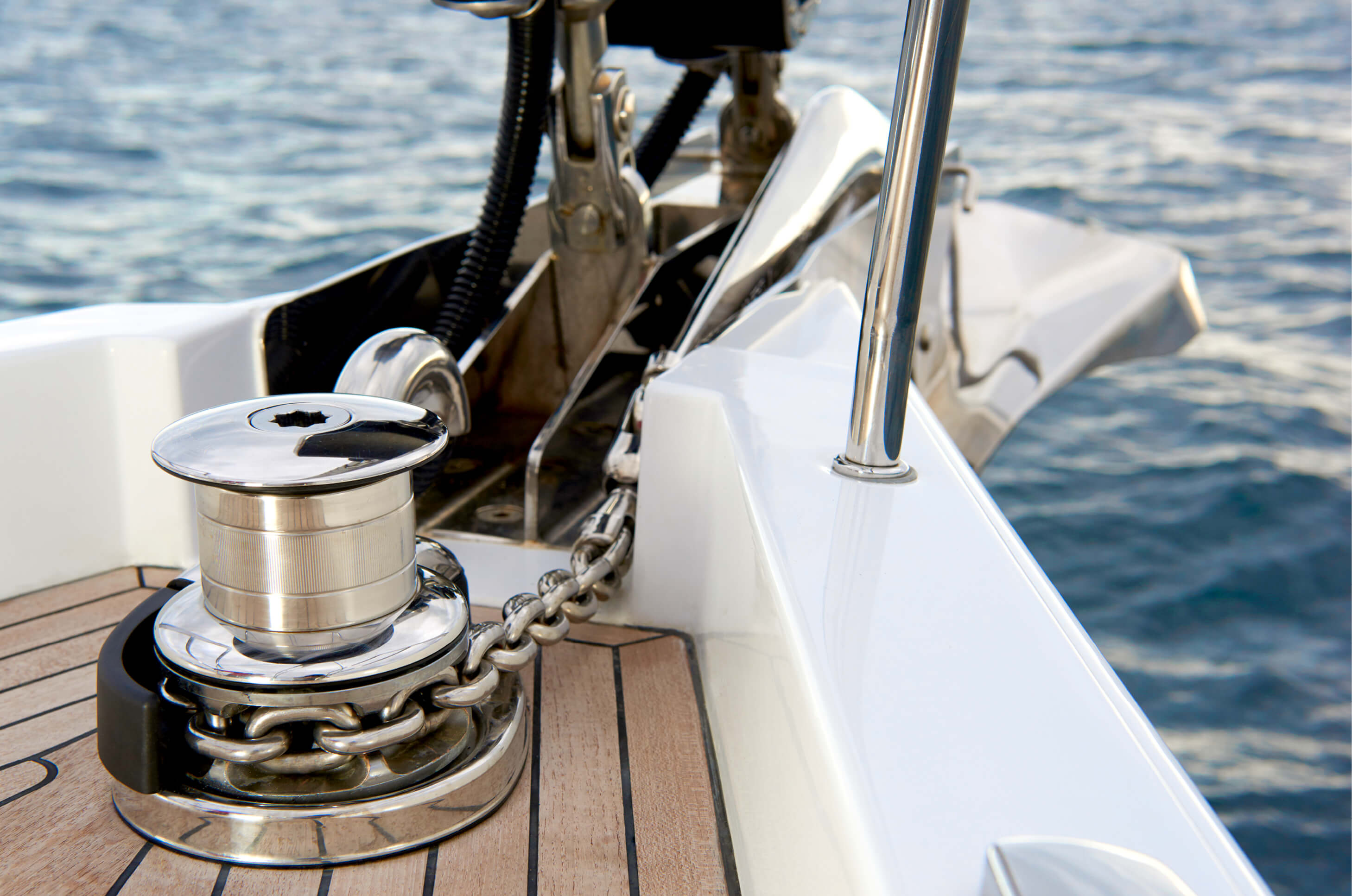 Hanse_588_Upgrade_-_Stainless_steel_anchor_with_chain.jpg
