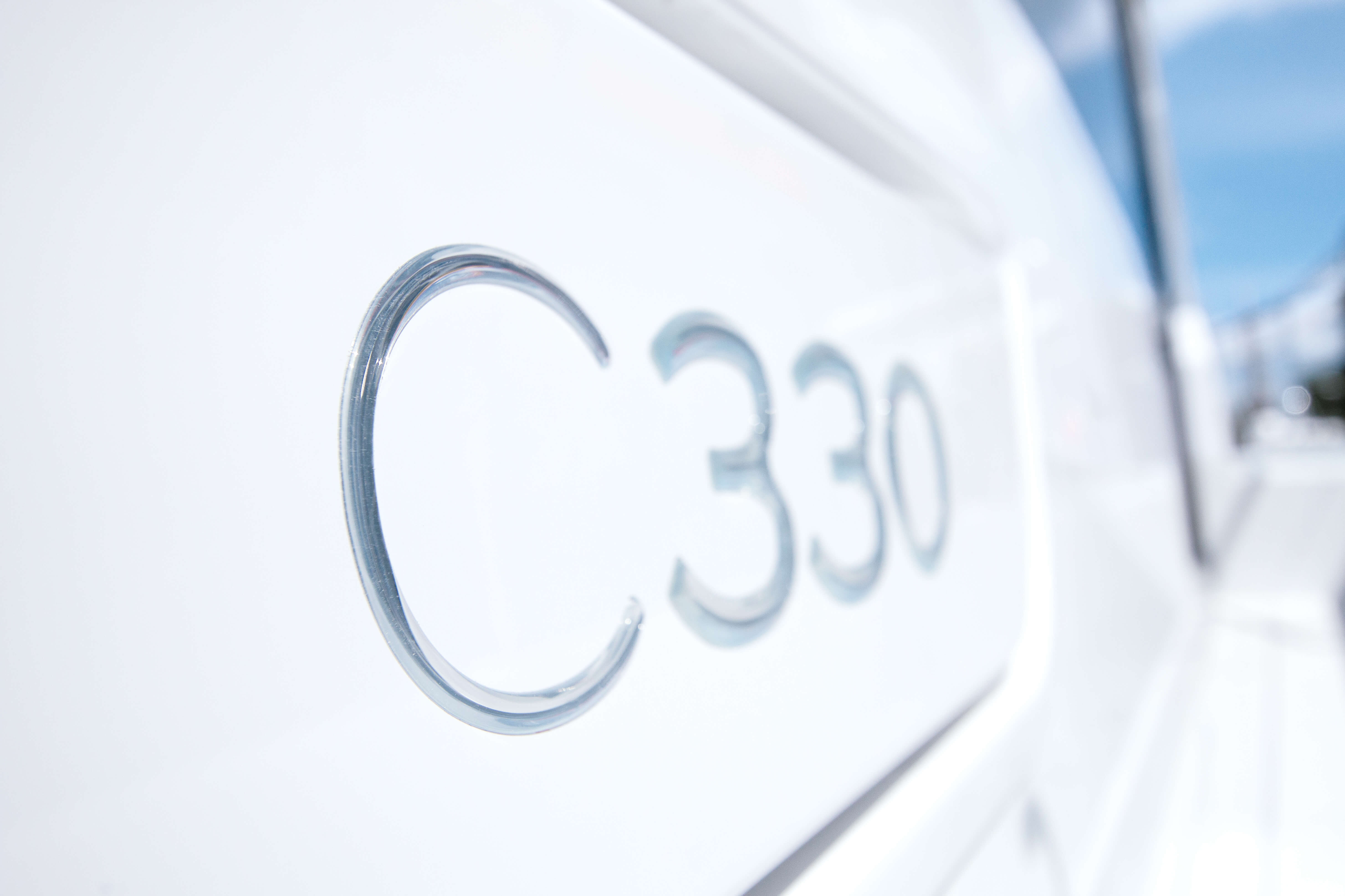Exterior at anchor | Sealine C330 | Sealine