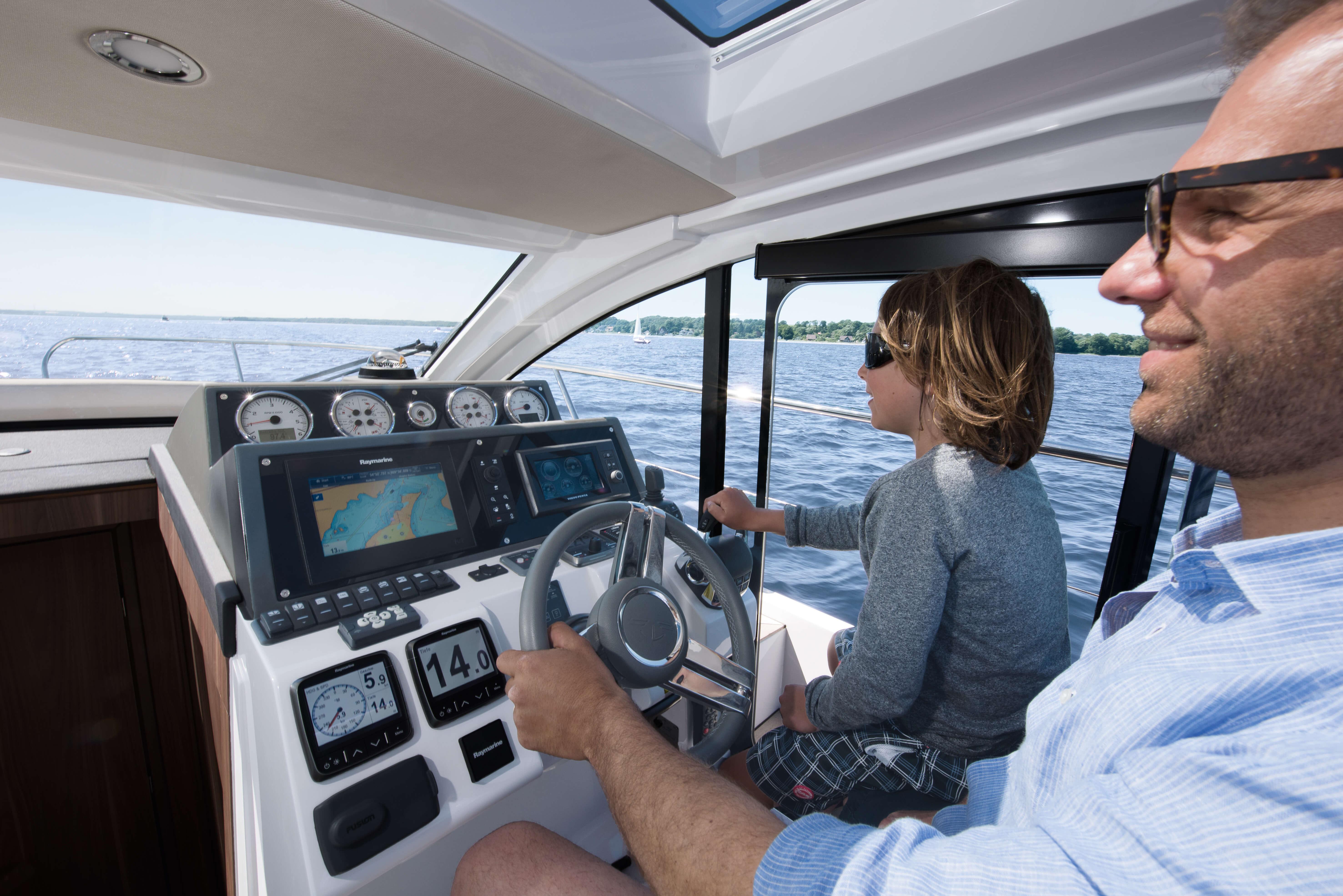 Exterior ride | cockpit, steering wheel, multifunction display | Sealine