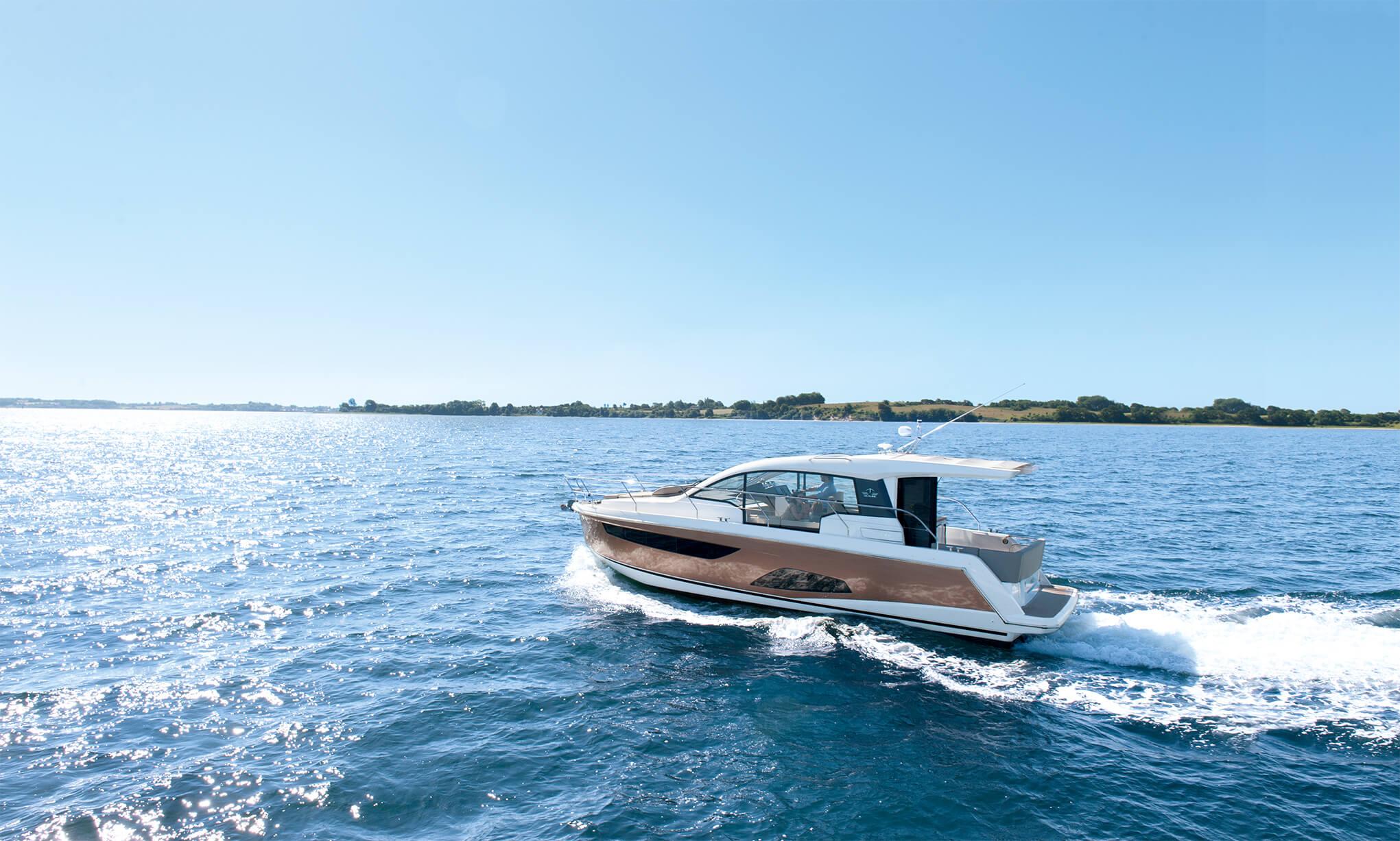 Exterior ride | bathing platform, hull | Sealine