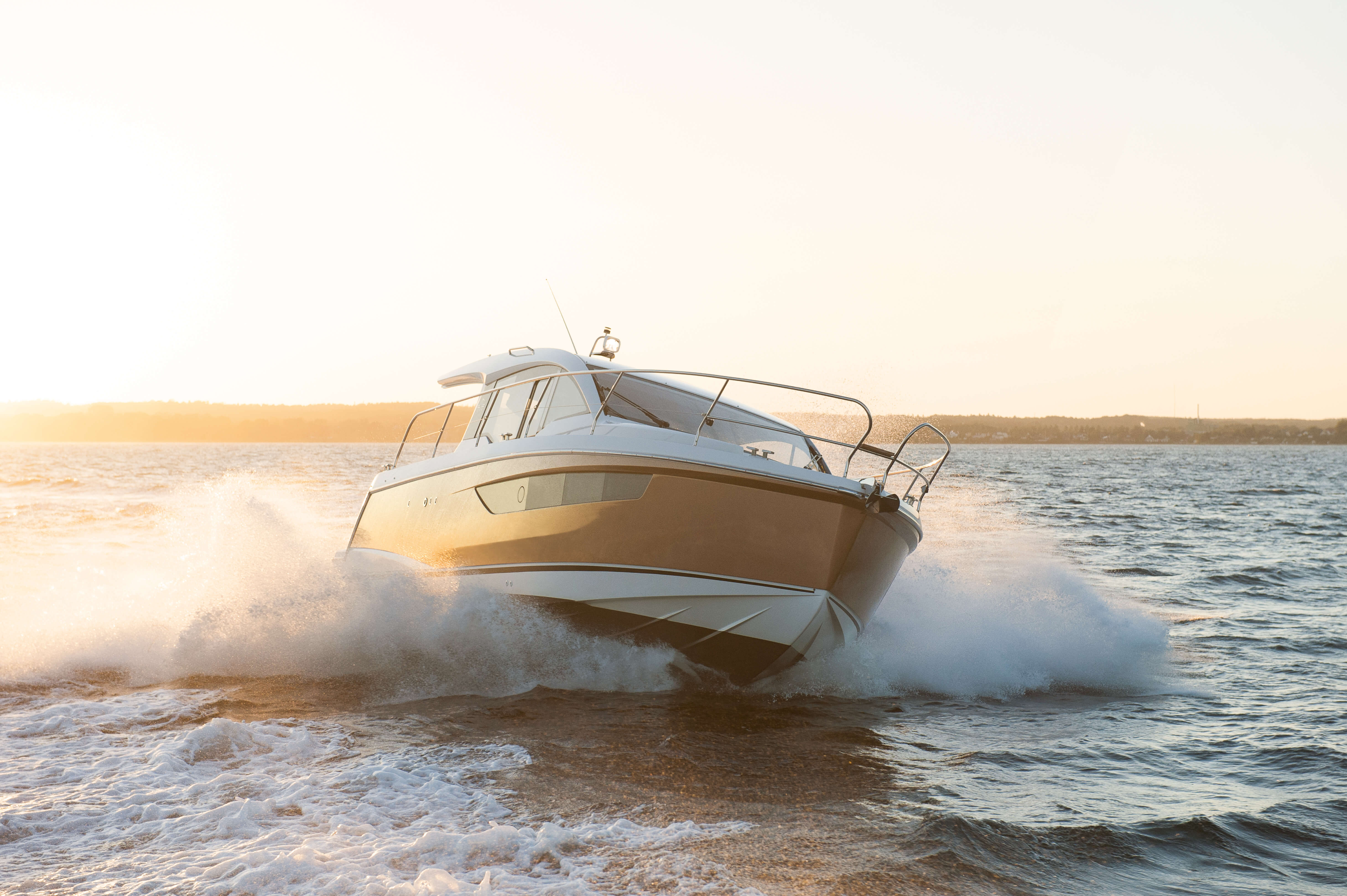 Exterior ride | anchor, hull, windows | Sealine