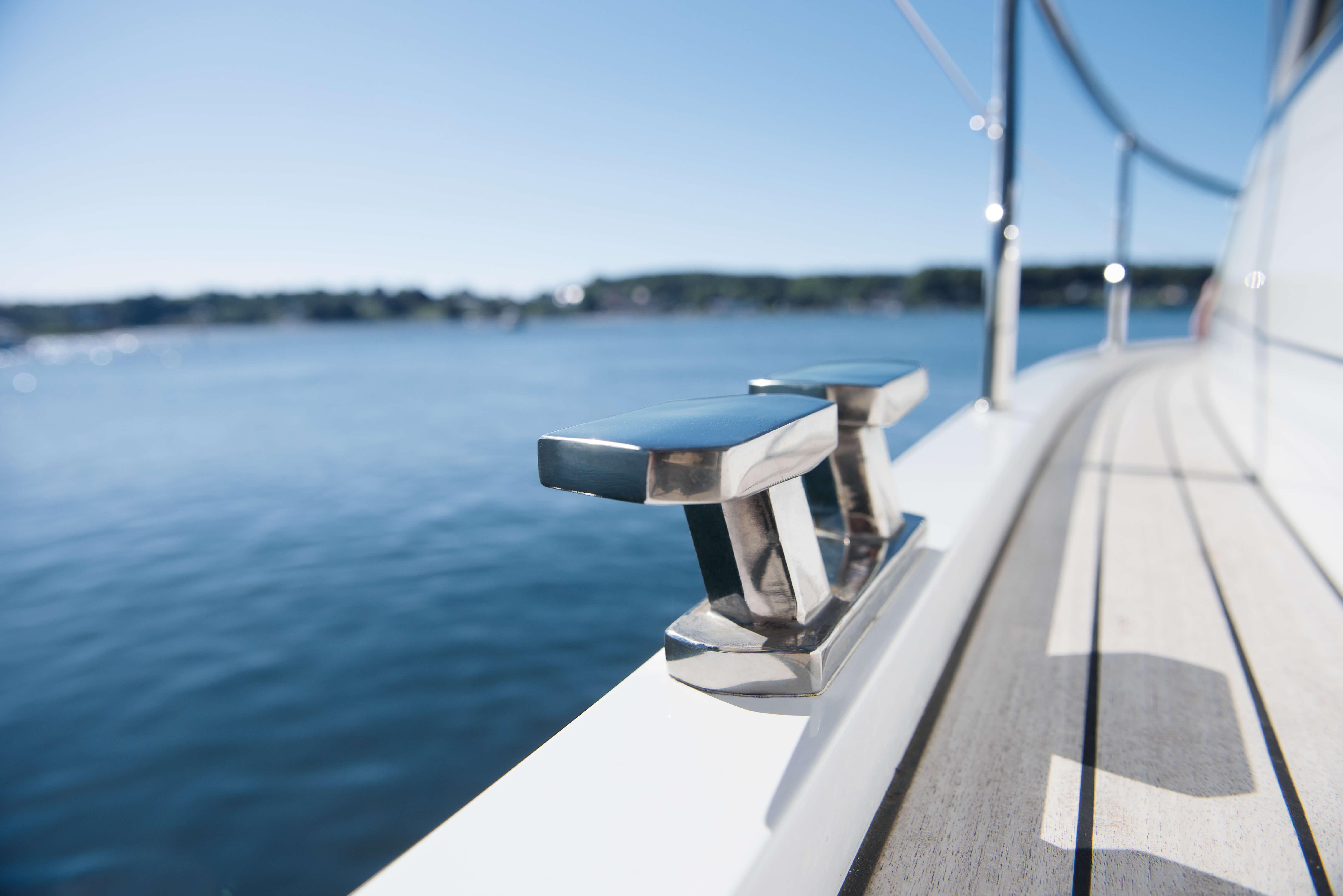 Exterior at anchor | clamp | Sealine