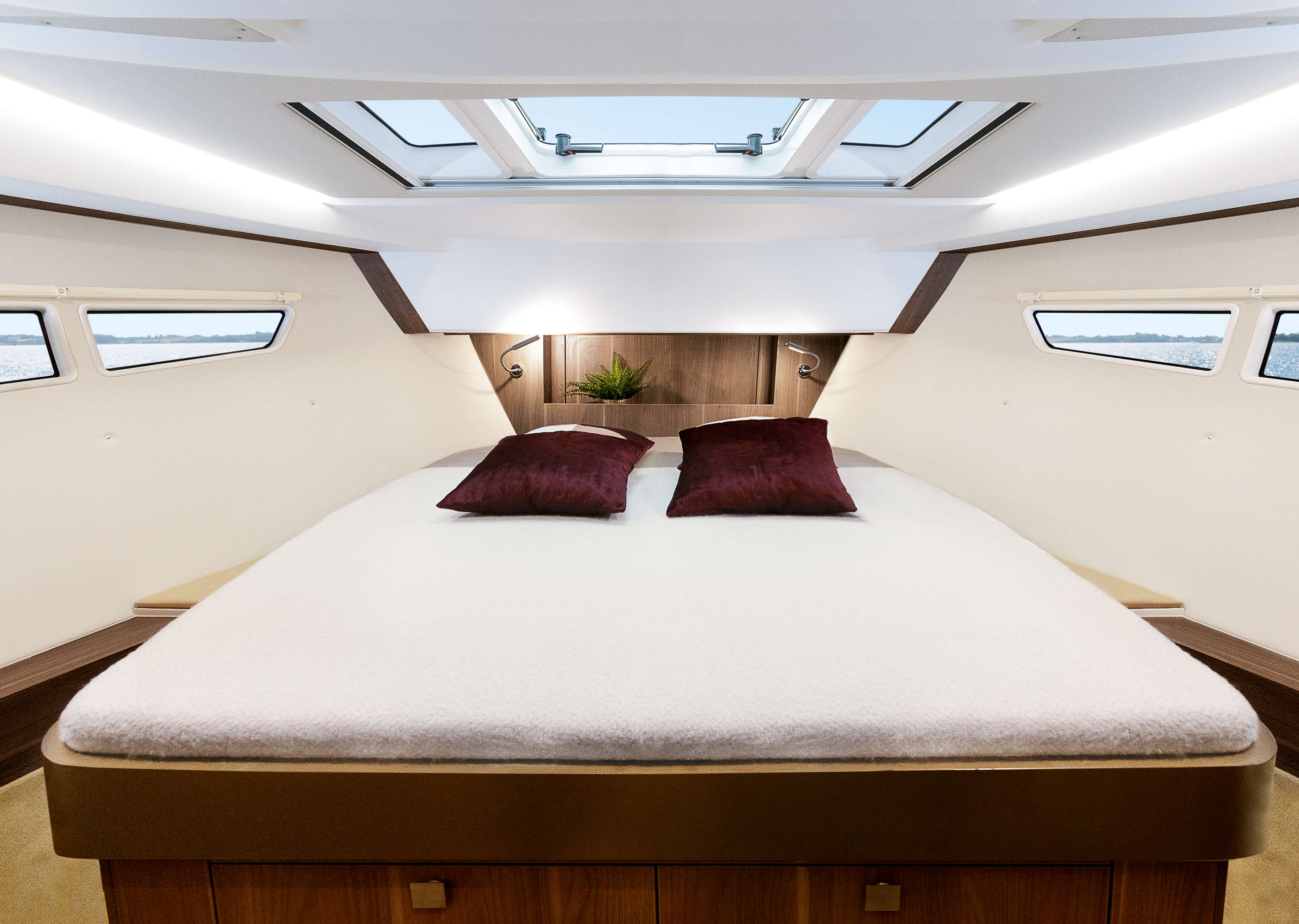 Sealine C330v: Interior