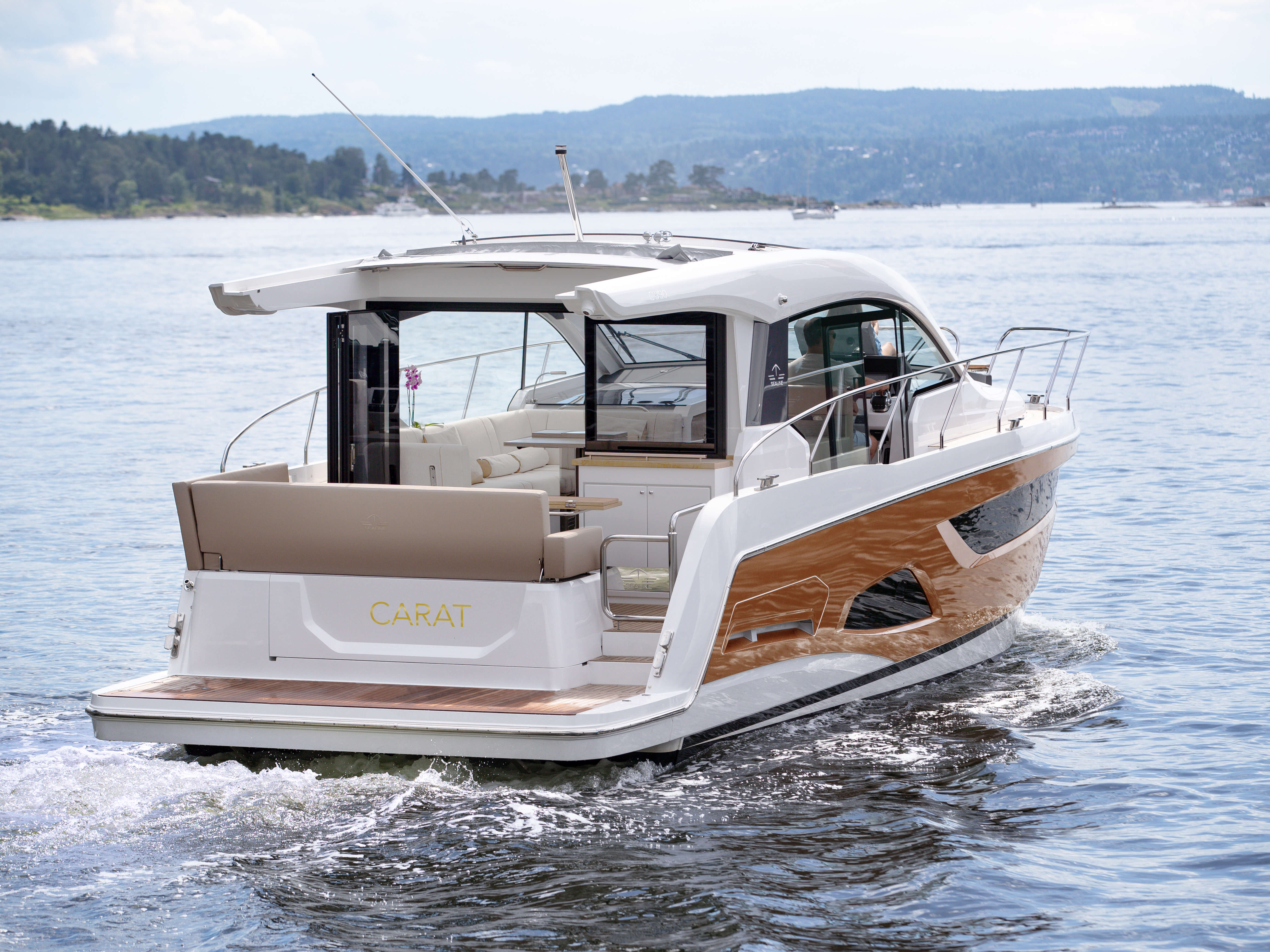 Sealine C390 exterior | More panorama, more sunlight, more freedom - with the Sealine C390, these aspirations take on a striking form. | Sealine