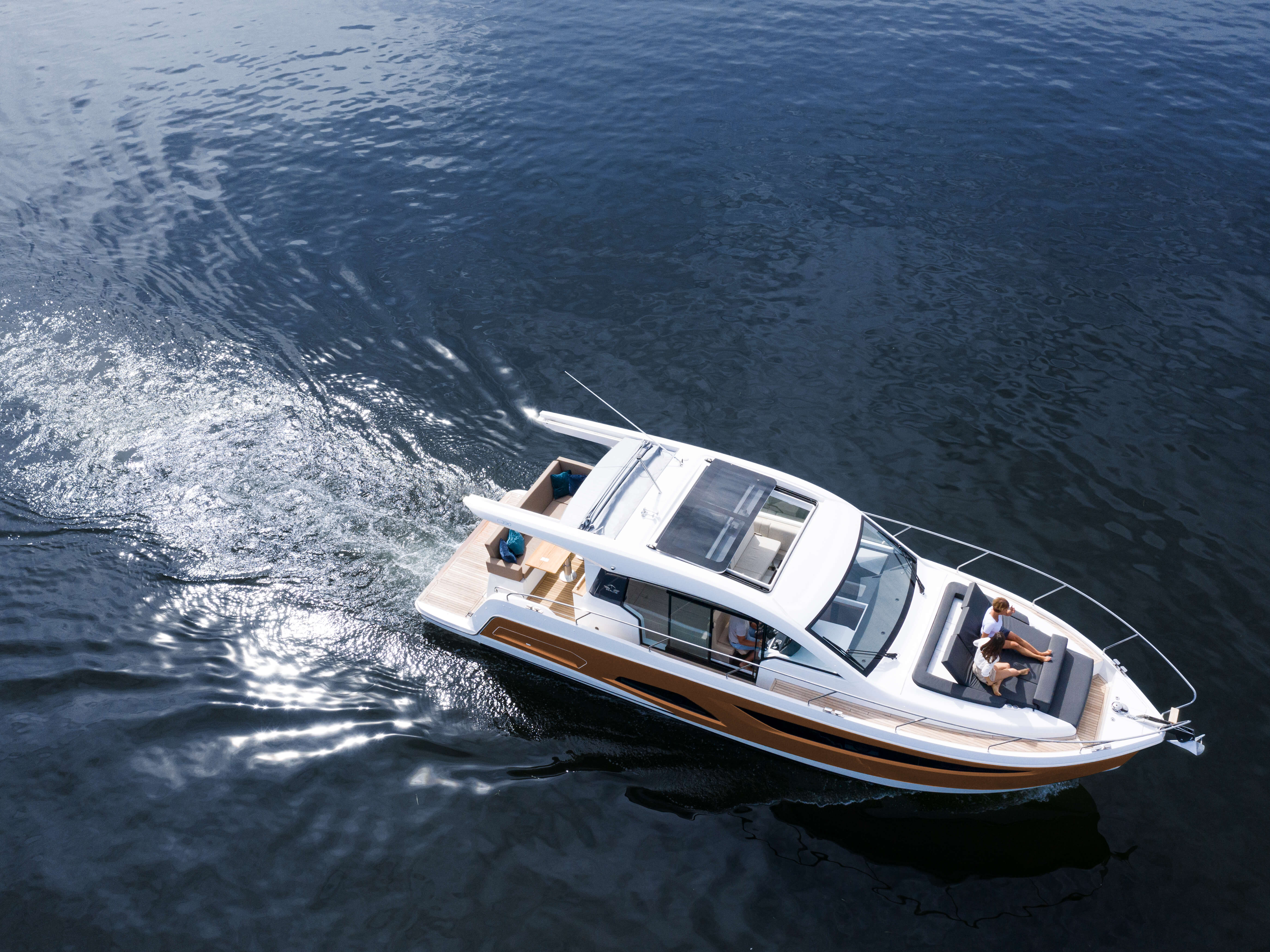 Sealine C390 exterior | Floor-to-ceiling panoramic windows, skylights and sliding roof panels give you the feeling of being in the open air. | Sealine