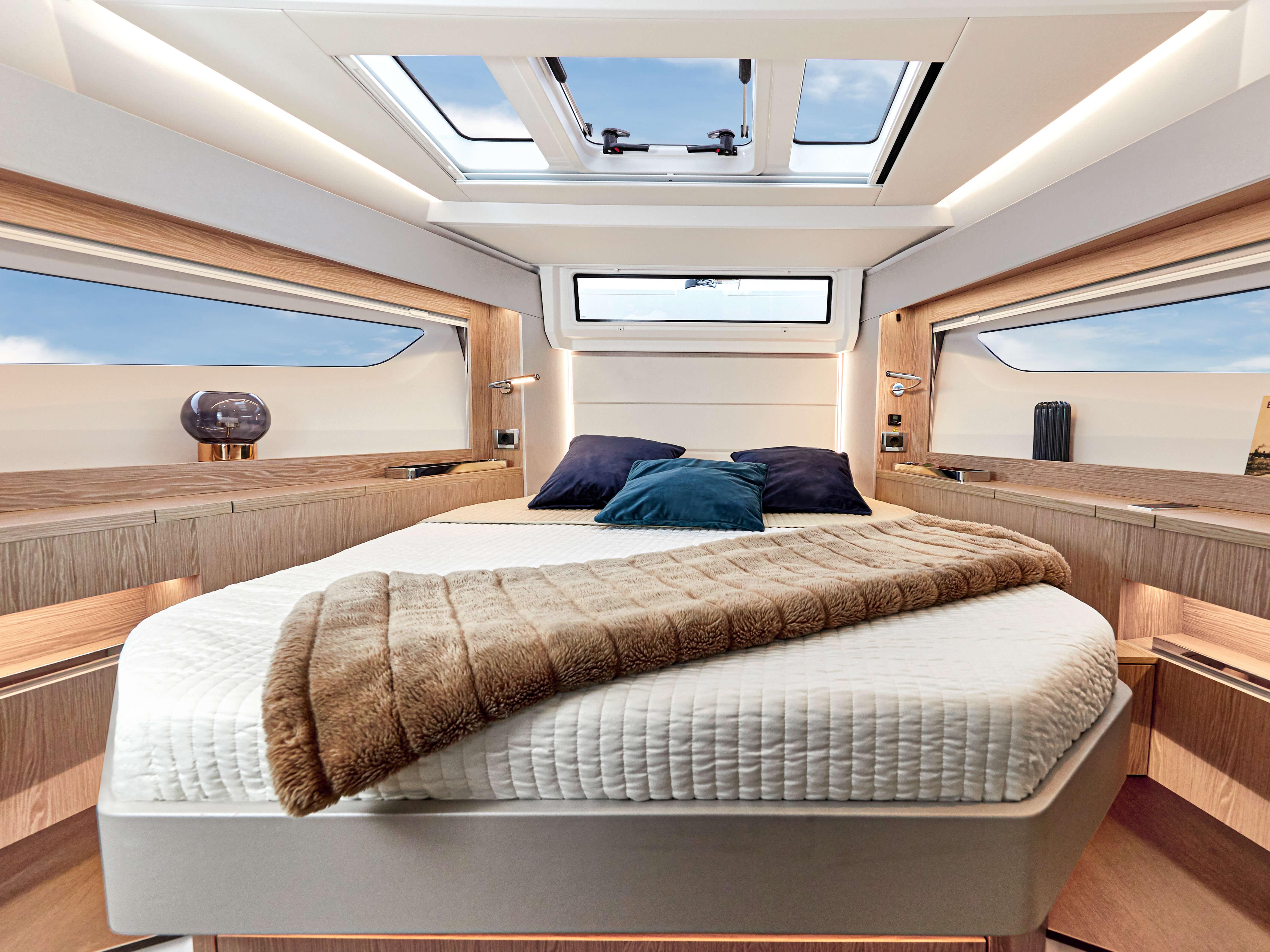 Sealine C390   Interior view   Sealine