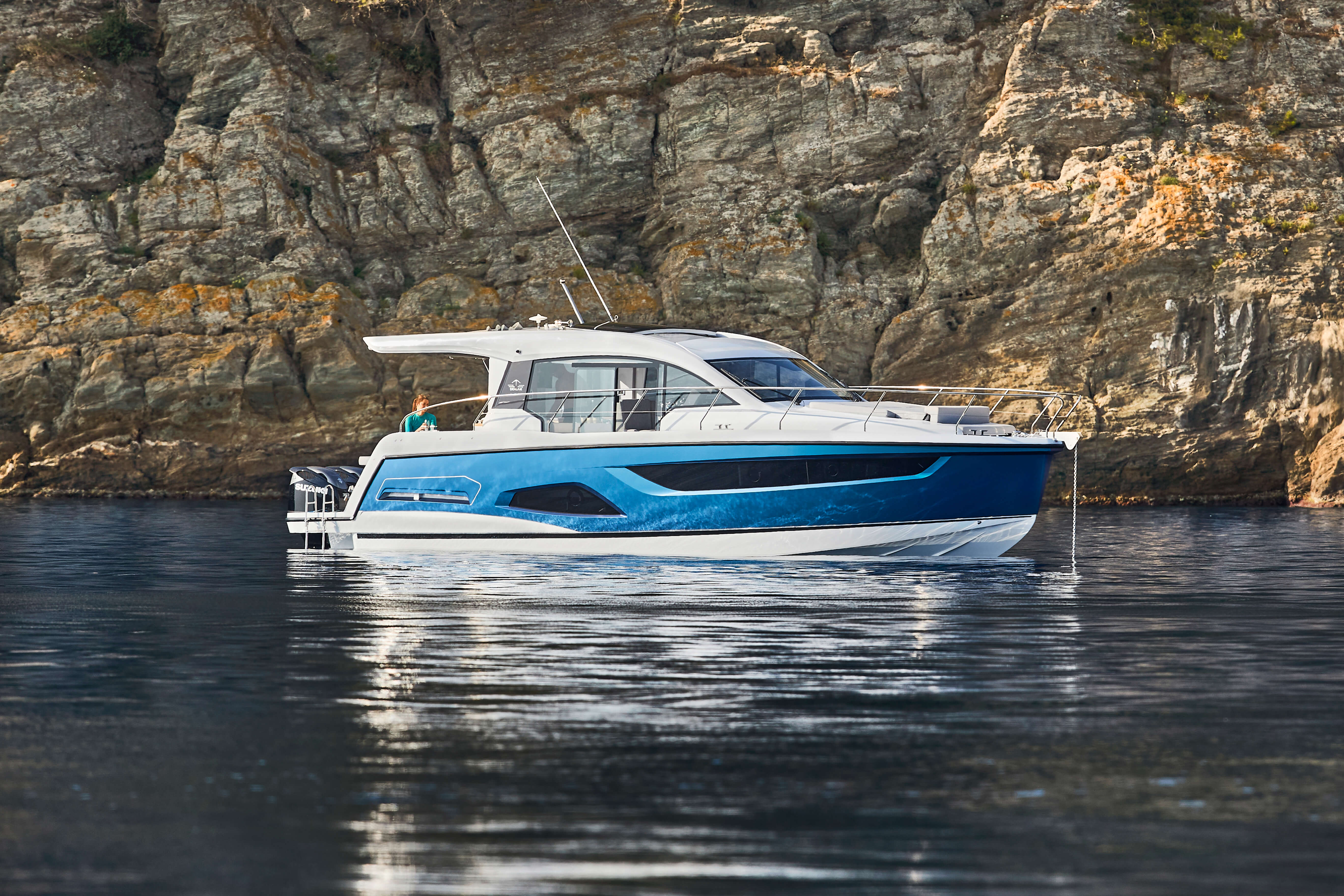 Sealine C390v exterior | Every curve, line and surface is designed to create the most intense motor yacht experience. | Sealine