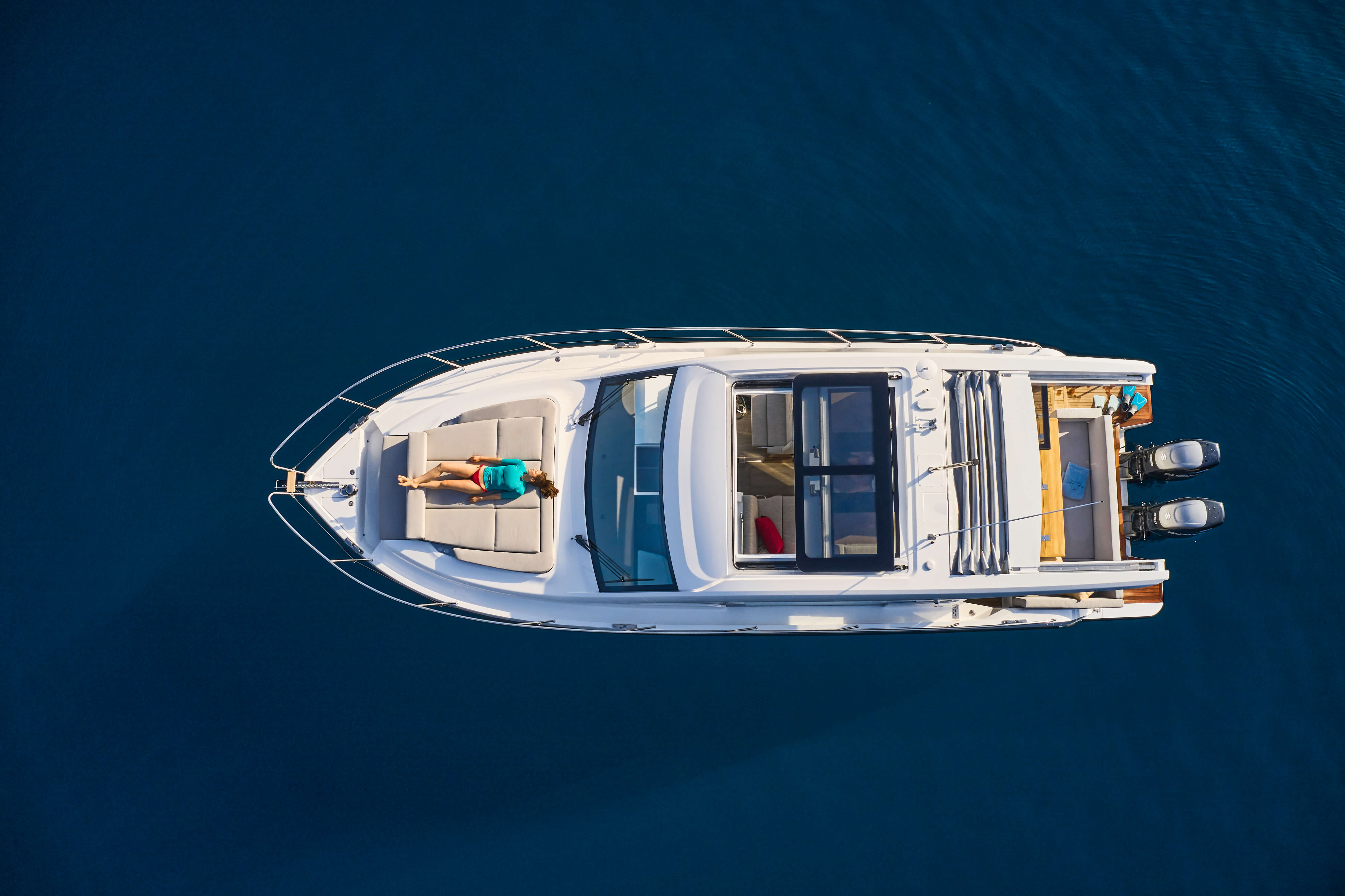 Sealine C390v exterior | Bird's eye view | Sealine