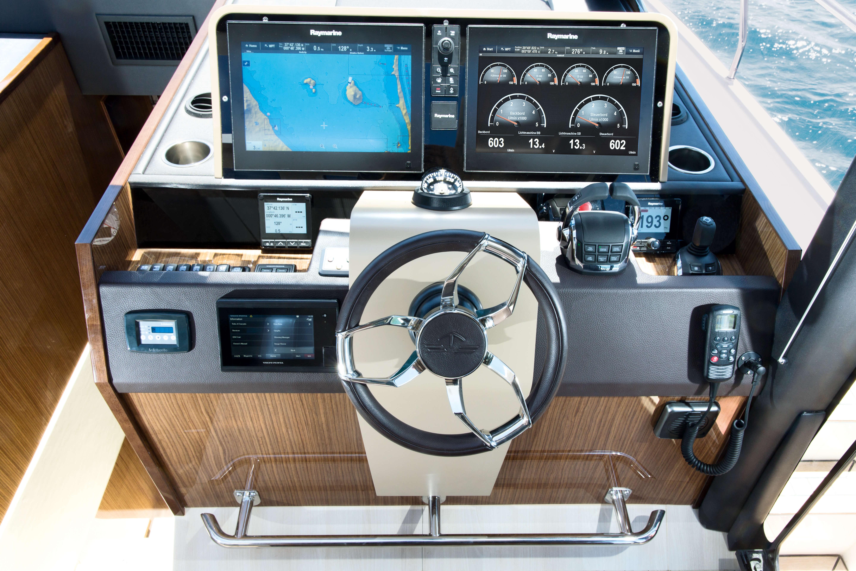 Sealine C530: Interior