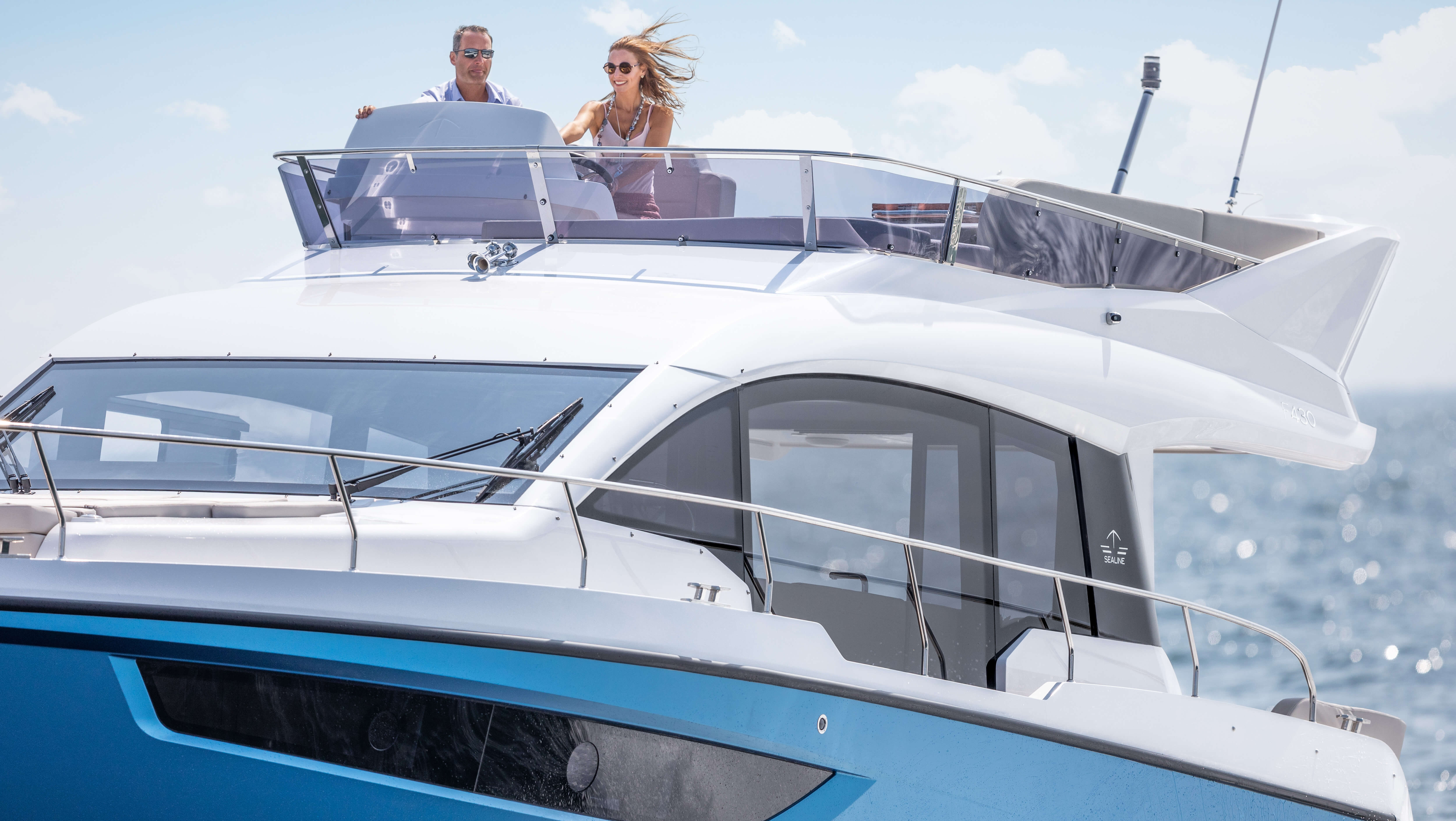 Sealine F430 flybridge | Reigning over the characteristic large panorama windows is a viewing platform that satisfies your every desire. | Sealine
