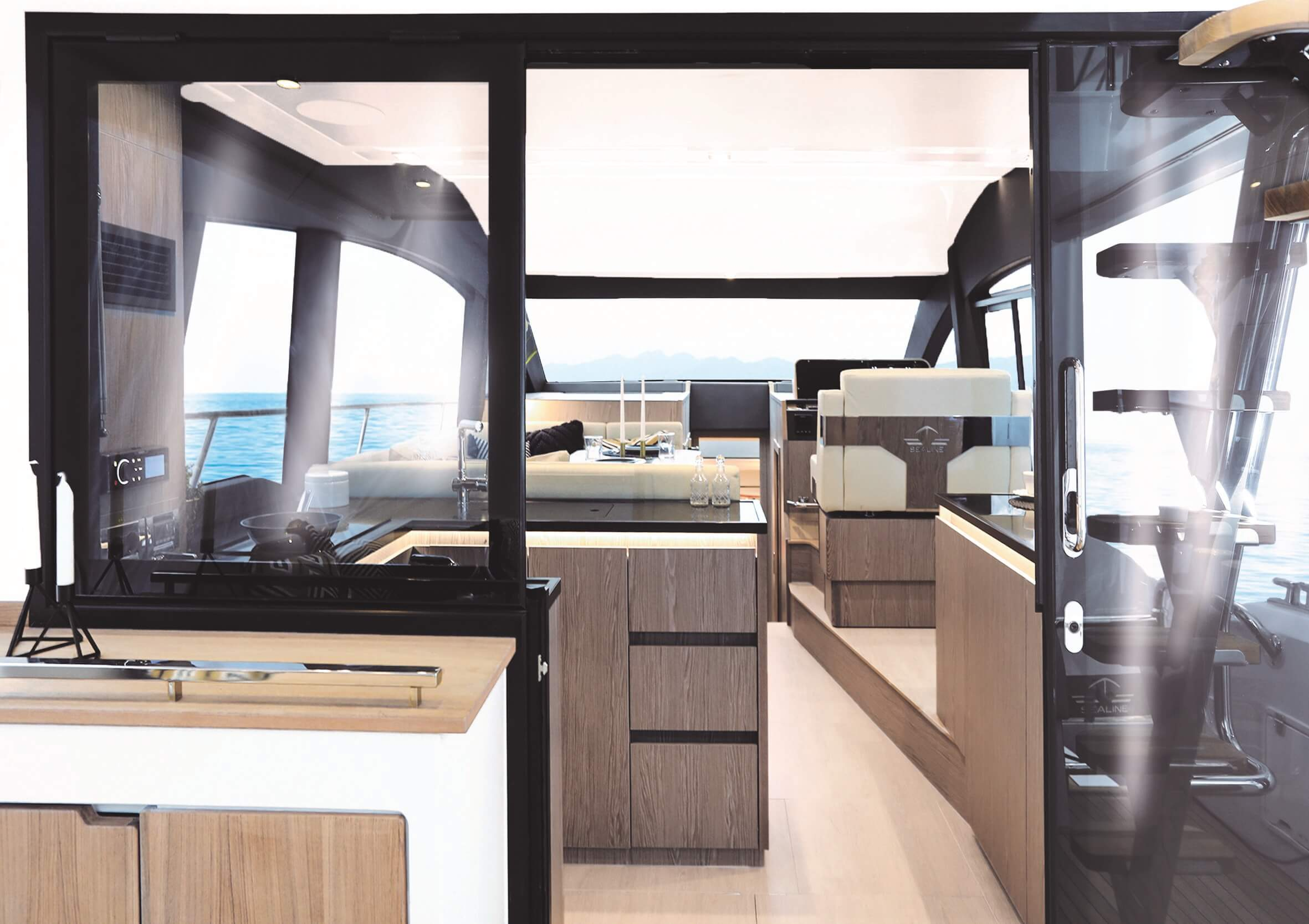 Sealine F430 | Sliding door between cockpit and galley and tilting window to enlarge galley into cockpit. | Sealine