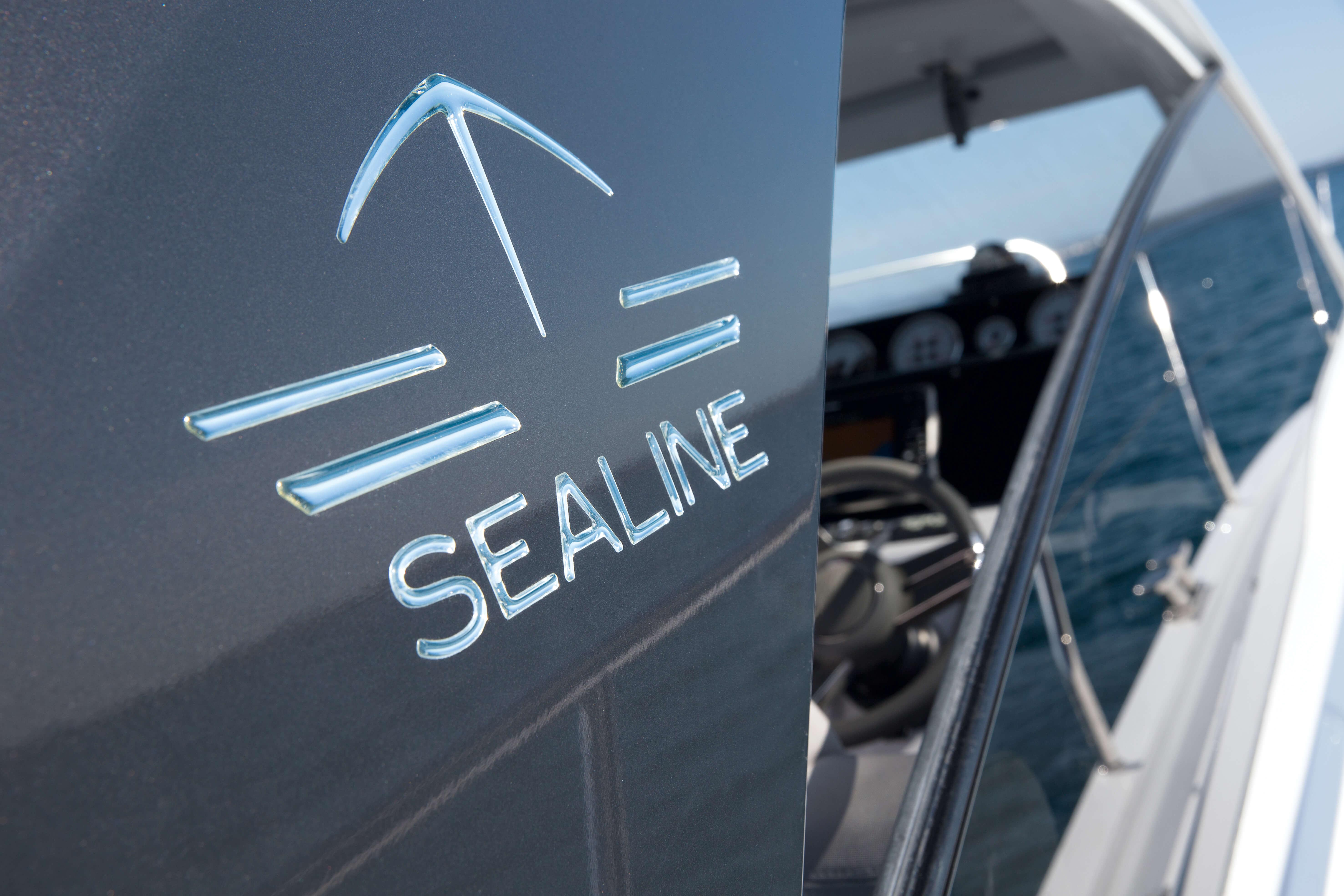 Exterior at anchor | Sealine S330 | Sealine