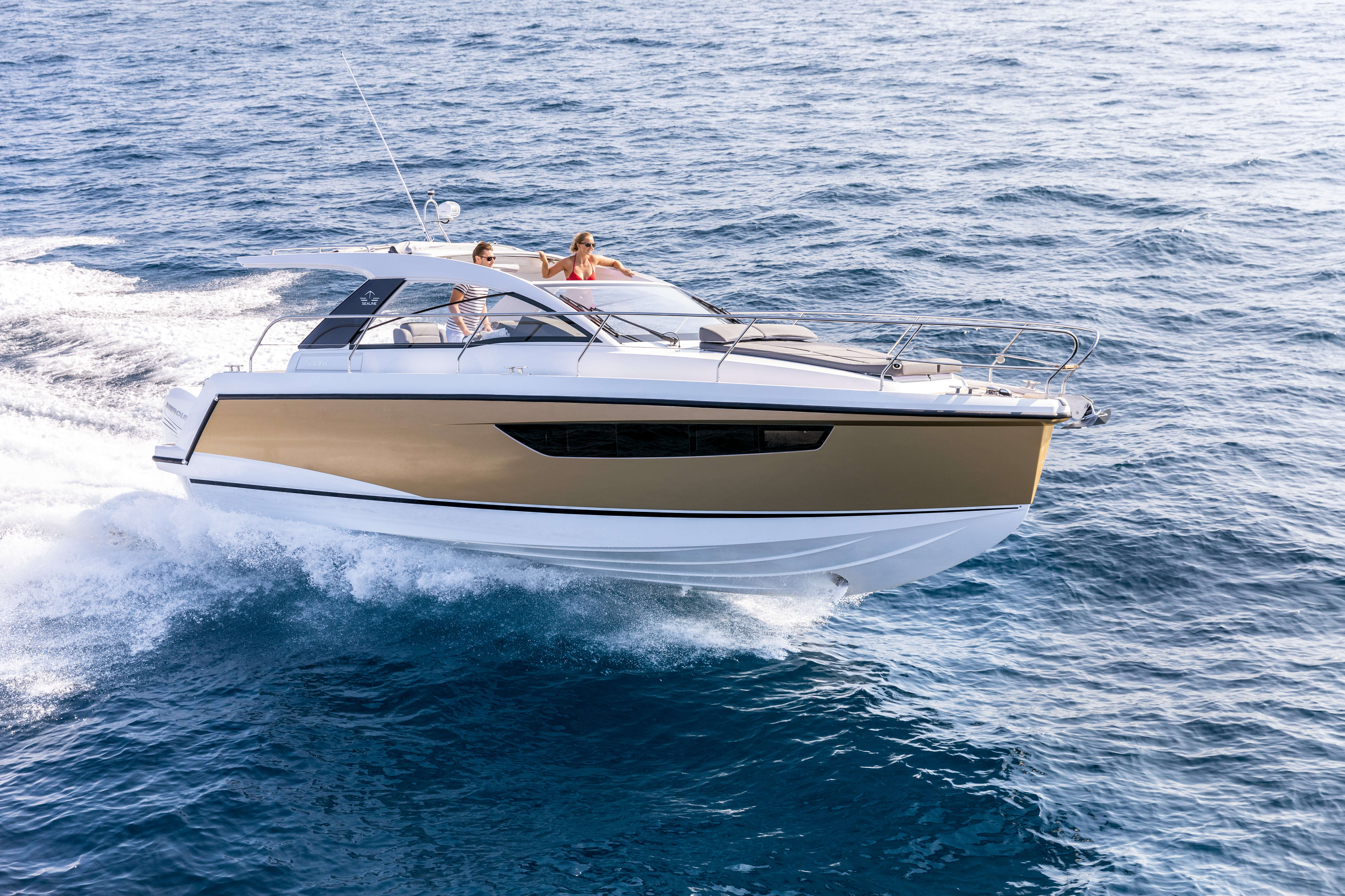Sealine S330v exterior | The breathtaking performance is delivered by two powerful outboard engines just waiting to get going. | Sealine