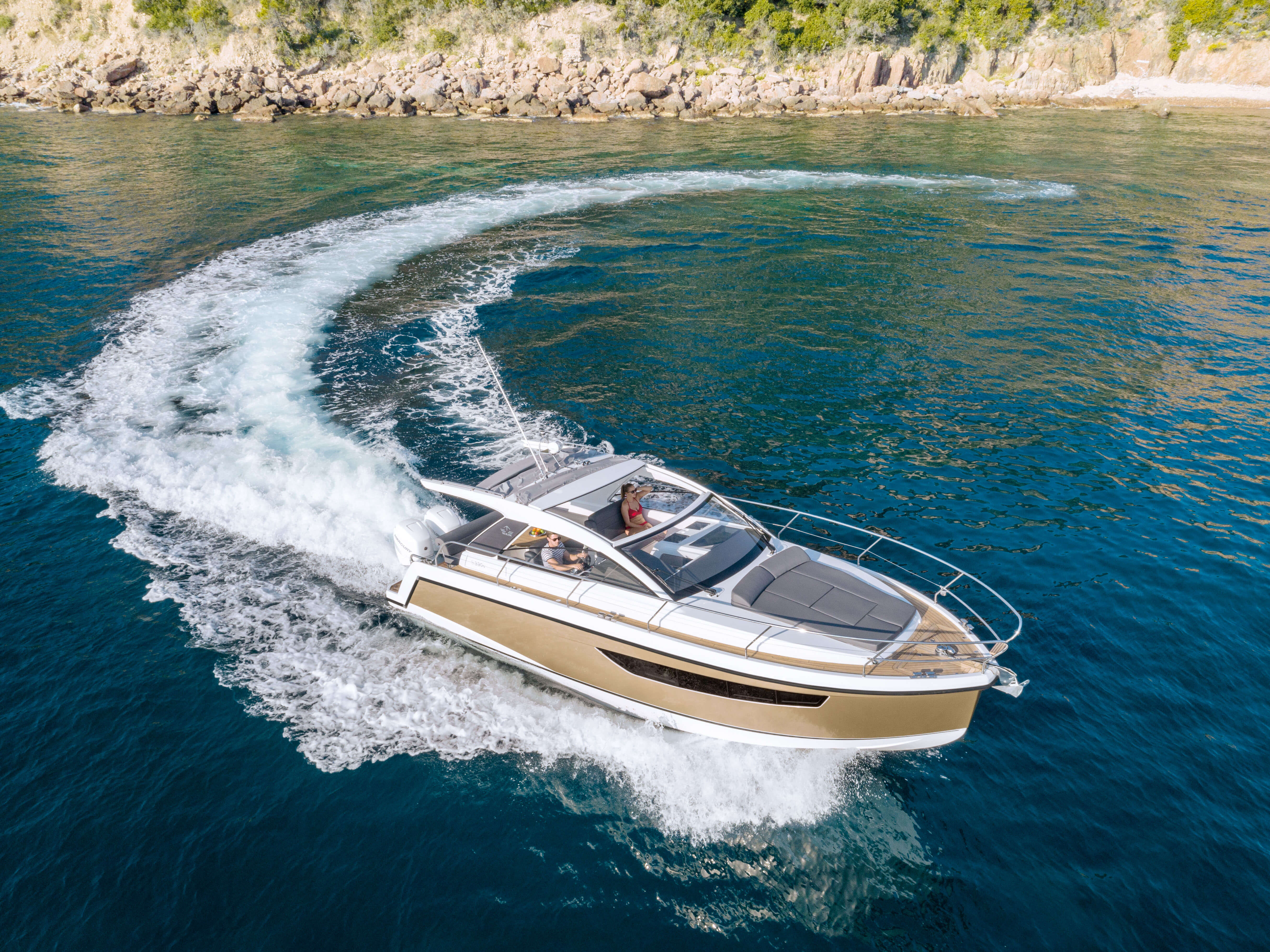 Sealine S330v exterior | The Sealine S330v is here, ready to exceed your expecations. | Sealine