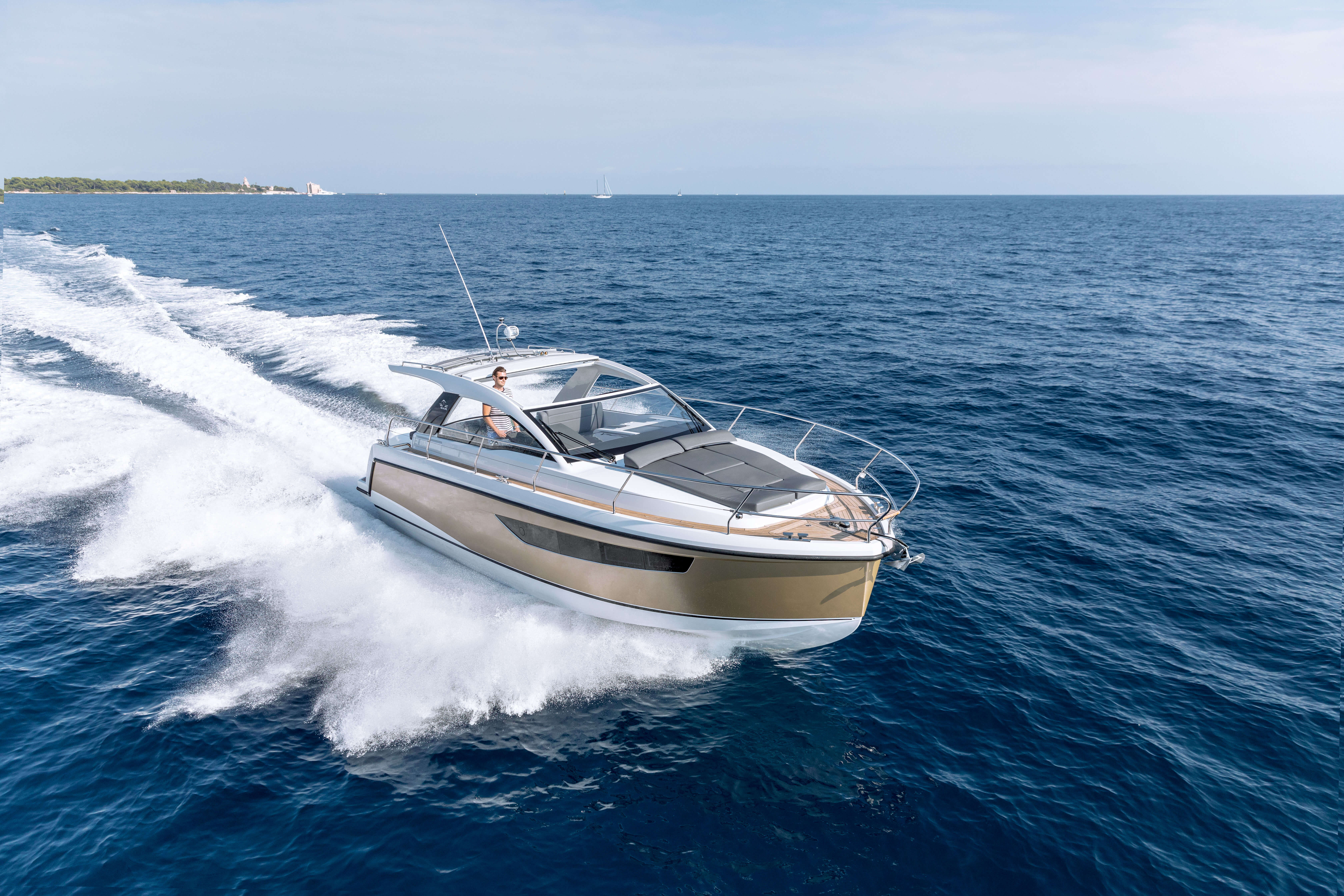 Sealine S330v exterior | When you slide open the sunroof and retract the bimini over the cockpit, you will get the maximum of daylight. | Sealine